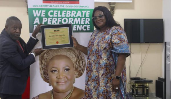 Dr. Mrs Mary Ekpere-Eta, Receives Award from CSGGG