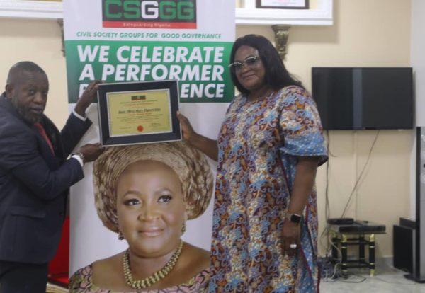 Dr. Mrs Mary Ekpere-Eta, Receives Award from CSGGG
